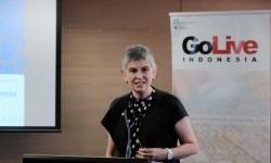 Profesor Deborah Turnbull menyampaikan gagasan tentang Revolusi Kesehatan Mental.