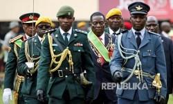 Prosesi pelantikan Emmerson Mnangagwa  sebagai presiden di Harare, Zimbabwe, Jumat (24/11).