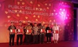 PT Sumber Alfaria Trijaya Tbk (Alfamart) berhasil meraih PR Indonesia Awards 2017 untuk kategori Media Relations Subkategori Perusahaan Swasta Nasional Tbk, di Hotel Harris Sunset Road Bali, Jumat (24/3).