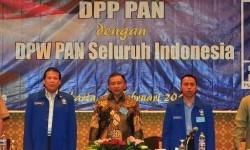 Taufik Kurniawan bersama dengan  Amien Rais, dan Wakil Ketua Umum PAN (tengah), dan Dradjad Wibowo (kanan)