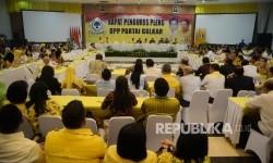 Rapat pleno DPP Golkar di ruang rapat utama gedung DPP Partai Golkar, Jakarta, Selasa (18/7).