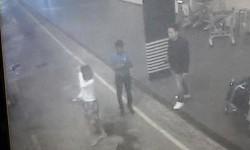 Rekaman gambar CCTV, Senin, 13 Februari 2017 menunjukkan seorang perempuan (kiri) di Bandara Internasional Kuala Lumpur di Sepang, Malaysia. Dia ditahan Rabu (15/2) terkait tewasnya Kim Jong-nam.