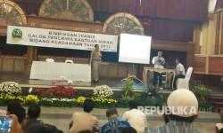 Ribuan calon penerima bantuan hibah dana bidang keagamaan 2017 memadati gedung PUSDAI sejak  pukul 08.00, Senin (27/3).