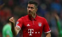 Robert Lewandowski seusai mencetak gol untuk Bayern Muenchen.