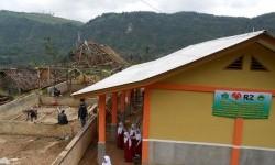 Rumah Zakat membantu memperbaiki ruang kelas MI di Cianjur.
