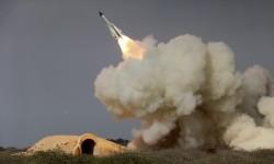 Sebuah foto yang mengilustrasikan peluncuran misil militer Iran di kota Bushehr, pada akhir Desember 2016. Pemerintah AS baru saja menjatuhkan sanksi kepada Iran atas dugaan kepemilikan misil yang bisa membawa senjata nuklir.