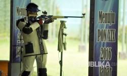 [Ilustrasi] Altet menembak tengah berlatih. (Mahmud Muhyidin)