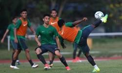 Sejumlah pemain Timnas U-22 berlatih sebelum berlaga pada SEA Games XXIX Kuala Lumpur 2017 di Stadion UKM, Bangi, Selangor, Malaysia, Senin (14/8).