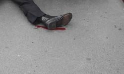 Seorang korban penyerangan tergeletak di Jembatan Westminster, London.