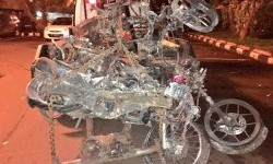 Sepeda motor yang terbakar saat kerusuhan The Jakmania di SUGBK