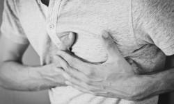 Serangan jantung kerap dikira angin duduk, karena diawali dengan nyeri dada.