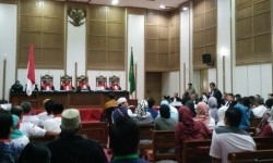 The trial of blasphemy case with Basuki Tjahaja Purnama (Ahok) as the defendant held on Tuesday (April 25) at the Auditorium of Ministry of Agriculture. Ahok read his defence during the trial,