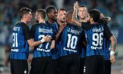 Skuat Inter Milan melakukan selebrasi usai menjebol gawang Olympique Lyon di laga turnamen International Champions Cup 2017 di Jiangsu, Cina, Senin (24/7).