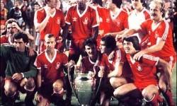 Skuat Nottingham Forest yang merengkuh trofi Piala Champions 1979.