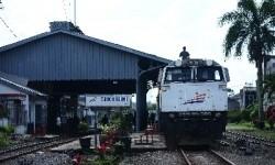 Stasiun Kereta Api Kota Sukabumi, Jawa Barat, Ahad (8/2).