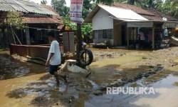 Suasana perumahan warga setelah banjir bandang surut