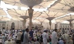 Suasana shalat Jumat di Masjid Nabawi, Madinah.