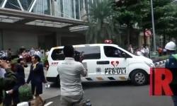 Suasana simulasi evakuasi bencana di gedung Equity Tower, Rabu (26/4) siang WIB. Simulasi tersebut dilakukan untuk memperingati Hari Kesiapsiagaan Bencana Nasional (HKBN).