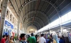 Suasana Stasiun Jakarta Kota.