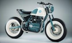 Tampilan Gentleman Brat yang merupakan hasil kreasi modifikasi dari sepeda motor adventure tourer terbaru Royal Enfield, the Himalayan.