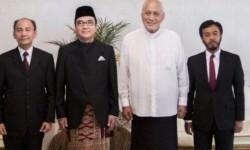 Tantowi Yahya (dua kiri)