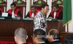 Terdakwa kasus penistaan agama Basuki Tjahaja Purnama atau Ahok menjalani sidang.