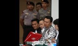 Terdakwa kasus penistaan agama Basuki Tjahaja Purnama atau Ahok menjalani sidang ke-10 di Auditorium Kementerian Pertanian, Jakarta, Senin (13/2).