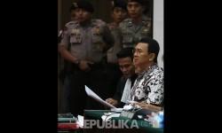 Terdakwa kasus penistaan agama Basuki Tjahaja Purnama atau Ahok saat menjalani persidangan.