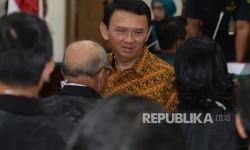 Terdakwa kasus penistaan agama Basuki Tjahaja Purnama atau Ahok seusai menjalani sidang lanjutan di Auditorium Kementerian Pertanian, Jakarta, Selasa (25/4)