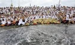 Ritual Melasti (ilustrasi)