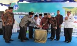 Wagub Sumatera Selatan Ishak Mekki meresmikan Sekolah Al-Azhar Palembang, Senin (17/7).