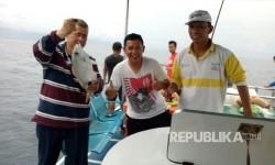Wagub Sumbar Nasrul Abit meninjau potensi laut Tiku-Agam Sumatera Barat, Sabtu (12/8).