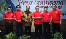 Wali Kota Malang Mohammad Anton (tengah) di sela-sela gathering bersama pimpinan MPR di Malang.
