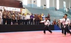 Wapres Jusuf Kalla mengunjungi persiapan atlet taekwondo yang akan berlaga di Asian Games 2018, di Sentra Latihan Taekwondo GOR POPKI, Cibubur, Jakarta, Selasa (18/7).