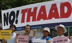 Warga Korea Selatan memprotes penempatan sistem pertahanan antirudal THAAD di depan Kementerian Pertahanan di Seoul, Jumat, 8 Juli 2016.