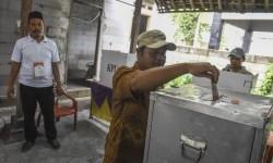 Warga melakukan pemilihan ulang Pilkada Banten.