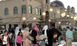 Warga Muslim dan Kristen berkumpul dalam acara buka puasa bersama di Islamic Center San Gabriel Valley,  Amerika Serikat (Ilustrasi)