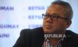 Ketua KPU Arief Budiman  dalam diskusi di diskusi kopi, Jakarta, Ahad (7/1).