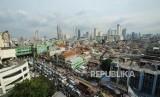 Suasana kemacetan dipersimpangan jalan jatibunder, Tanah Abang, Jakarta, Senin (20/11).