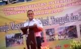 Gubernur DKI Jakarta Anies Baswedan memberikan sambutan saat acara memperingati Hari Disabilitas Internasional Tingkat Provonsi DKI Jakarta 2017 di Panti Sosial Bina Grahita Belaian Kasih, Jalan Peta Utara, Jakarta Barat, Rabu (6/12).