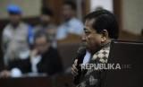 Memberikan Pernyataan. Terdakwa kasus tindak pidana korupsi KTP Elektronik Setya Novanto memberikan pernyataan saat  persidangan  lanjutan dengan agenda putusan sela  di TIPIKOR, Jakarta, Kamis (4/1).
