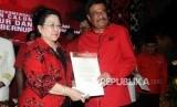 Ketua Umum PDIP Megawati Soekarnoputri (kiri) dan Djarot Saiful Hidayat (kanan)