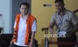 Terdakwa tindak pidanan korupsi KTP Elektronik Setya Novanto berjalan usai mengikuti pemeriksaan lanjutan di Gedung KPK (ilustrasi)