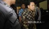 Terdakwa kasus tindak pidana korupsi KTP Elektronik Setya Novanto  berjalan usai persidangan lanjutan  dengan agenda putusan sela  di TIPIKOR, Jakarta, Kamis (4/1).