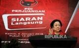 Ketua Umum PDIP Megawati Soekarnoputri saat memberikan sambutan pada acara pengumuman rekomendasi pasangan calon gubernur dan wakil gubernur PDIP di Kantor PDIP Jakarta, Kamis (4/1).