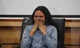 Floresia alias Flo meminta maaf pada pada masyarakat atas ocehanya di twiter yang menyinggung masyarakat di ruang debat 3 Fakultas Hukum UGM, Selasa (2/9).(foto: Nico Mkurnia Jati)