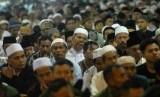 Ribuan jamaah menunaikan ibadah shalat Idul Adha 1435 Hijriyah di Masjid Istiqlal, Jakarta, Ahad (5/10).  (Republika/Agung Supriyanto)