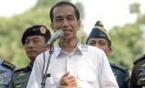Presiden Joko Widodo bersama para petinggi lembaga negara memberi keterangan kepada wartawan usai melakukan pertemuan tertutup di Istana Negara, Jakarta, Rabu (22/10). (Republika/Agung Supriyanto)