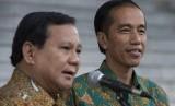 Presiden Joko Widodo (kanan) dan Ketua Dewan Pembina Partai Gerindra Prabowo Subianto di Istana Kepresidenan Bogor, Jawa Barat, Kamis (29/1).