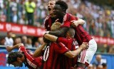 AC Milan's Keisuke Honda (C) celebrates with his team mates after scoring against Lazio's during their Italian Serie A soccer match at the San Siro stadium in Milan August 31, 2014.